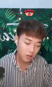 #花椒音乐人  @人不渡己i 帅气腼腆的小哥哥,好喜欢看害羞的样子呢