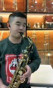 """#花椒音乐人  @我是王晓楠老师 你们的""""小岳岳""""吹起了萨克斯,要不要来听听?"""