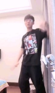 #主播的高光时刻  @万尊WANZUN 小哥哥能唱会跳,简直不要太帅,有没有送上星星眼