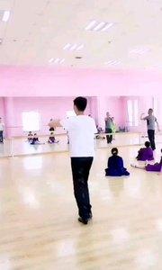 #主播的高光时刻  @会跳舞的~小老师 会唱歌还会跳拉丁舞的小哥哥,有没有瞬间爱上