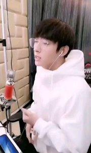#主播的高光时刻 #花椒音乐人  @@刘俊楠  给你一种温暖感觉的小哥哥,有着柔柔的嗓音,不自觉的就被吸引住了