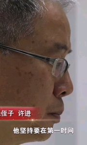 #同心圆中国梦  《父辈的1949》——邓稼先:他隐姓埋名28年设计中国核武器(5) 简介: 邓稼先是中国核武器研制工作的开拓者和奠基者,为中国核武器、原子武器的研发做出了重要贡献。1949年邓稼先留学美国普渡大学,仅用了23个月他就完成了学业,在获得博士学位后的第九天他就和100多位爱国学子毅然回国,在国内科技和经济条件都十分艰苦的情况下,他带着28位刚刚毕业的大学生投身于原子弹设计工作,在他和他的团队的努力下,1964年10月中国第一枚原子弹成功爆炸,时隔两年8个月氢弹也成功爆炸,创造了世界上最快的速