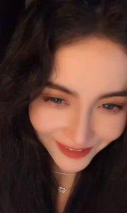 2021-03-07.01:01 《Bloodshot Eyes》BGM。啊,这不是传说中〖魔戒〗三部曲里头的人物阿而温(Arwen Undomiel)吗?Arwen有着她的祖先精灵露西安的美貌,被称为精灵国度里的暮星。Arwen这名字又让我想起了那个Ta了?~  #让我做你的女王  #3.8女神节  #回忆总是最美  #3月你好  #颜即是正义
