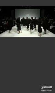 2021-03-28.20:15 @花椒娱乐  Lynee•李惠真 | T台走秀。一群恍如大哥的女人?~  #AW21中国国际时装周  #谁还没有大长腿了