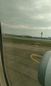 坐在飞机里面感受起飞的瞬间