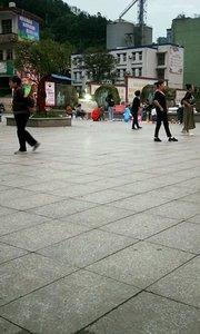 看广场舞喽#又嗨又野在玩乐
