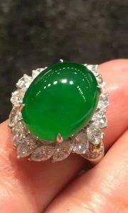 《缅甸翡翠》高冰极品帝王绿戒指,馒头一样饱满,完美无瑕,实物更加漂亮,收藏佳品,性价比极高,这个厚度完美度太难得[勾引][勾引][勾引]