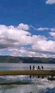 #十一月你好 11月的洱海,美得如同一面翡翠镜子。人在画中游,画在人眼中,千里之外,却身临其境!感谢滨哥的车轮刻出的美好时光。#李卫滨骑行
