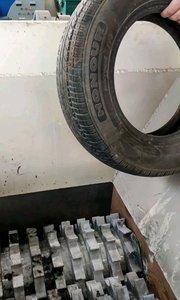 废旧轮胎【嘀~】工艺:→轮胎拉丝→轮胎撕碎→二破碎→三破碎→纤维分离器→橡胶磨粉→筛分机→成品→料仓