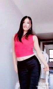 #花椒好舞蹈 #精彩录屏赛 黑黑的长裤。也掩盖不了她的大长腿@叶梦雪 。?????@花椒热点 #谁还不是个宝宝 #青春不常在抓紧谈恋爱 #新人报道请多关照