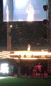 昨天的舞台真的很大!所以 全程感觉自己像只蚂蚁在体育场中心!?