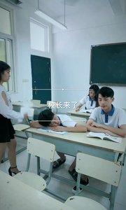 学生上课睡觉被老师责骂,学生一句话吓懵老师