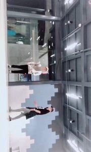 和工作室的小姐姐现编的一小段house,哈哈哈,希望大家喜欢这种步伐的舞蹈