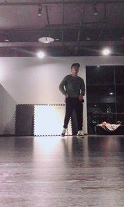 这个舞实在太难,录了很多遍,还要继续练习呀!希望大家喜欢