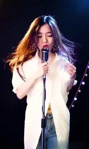 夜空中最亮的星…新晋实力女歌手现场录制版送给大家,希望你们喜欢,感谢大家点赞关注