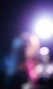 侧脸…新晋实力女歌手关歆美女现场录制翻唱版送给大家…感谢大家点赞关注,谢谢支持新歌手,分享好音乐??