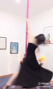 @小P钢管舞(188815732)大家好,小P正在进修钢管舞,预计本月16号回来直播,喜欢钢管舞的朋友们点下美女的关注。