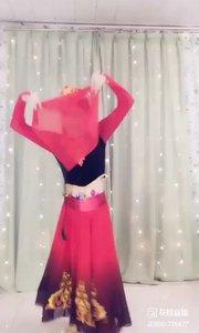维族舞蹈-掀起你的盖头来。。。这只猫咪真逗?