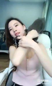 @苏晓妞儿(99333777)美女漂亮,那只猫?抢镜了