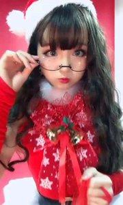 圣诞节拍摄中~自己做了一套小裙子~像个圣诞树哈哈哈