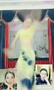 #花椒星闻 #性感不腻的热舞 #舞林大会 #我怎么这么好看 #主播的高光时刻 #全站最美美腿  @Anne.古典舞? 也参加了这次『舞林大会』,一曲《大鱼》惊艳四座!@花椒热点  小姑娘网有点小卡,录制不太理想,模糊了些,但是丝毫不影响@Anne.古典舞? 所跳舞蹈的美感,整支舞蹈节奏准确,衔接熟练,动作基本到位,只是一只手有点略僵,评审老师在赛后点评也明确指出这点。 还是那句话古典舞是舞蹈系列第二大难度舞蹈,致敬专业的@Anne.古典舞? ,加油!!!很喜欢今天你选的这首《大鱼》欧!@花椒热点