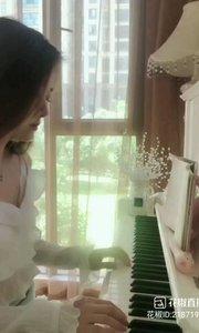 """#花椒星闻 @花椒热点  我就喜欢这种既有内涵又长得好看又有才华的女主播。@Cici希希 就是这样的主持人主播。人美有内涵又有弹钢琴的才艺。刚刚@Cici希希 有更新动态。 @Cici希希 点的歌终于补上了,莫名我就喜欢你。 一起欣赏@Cici希希 新分享的歌曲《你知道我在等你吗》,这是一首情歌。听出了绵绵的爱的味道,你也仔细品品看。。。 """"莫名我就喜欢你,深深地爱上你,没有理由没有原因,莫名我就喜欢你,深深地爱上你,从见到你的那一天起""""。。。别人点的歌曲@Cici希希 都有用心去学去练去弹。喜欢这样的@"""