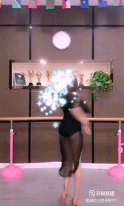 喜欢这种舞蹈吗,宝宝开始认真学习喽