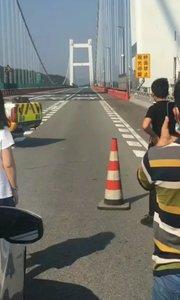大桥抖的这么厉害是不是要有大事发生了!