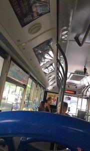 这是鬼片御用公交车吗?