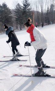 滑雪滑成鸭子腿