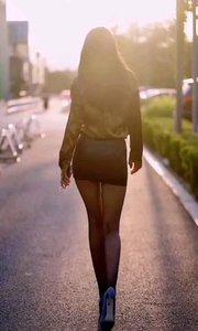 长腿翘臀美女