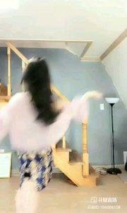 #古风之美 #性感不腻的热舞 @Is真熙  芊芊淑女,婀娜旗袍着身,曼妙多姿,笑颜如花绽,玉音婉转流,皎皎兮似轻云之蔽月,飘飘兮若回风之流雪~一曲《惊鸿一面》为大家呈上~ #熙式混搭舞蹈 #ls真熙  段赏析3