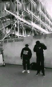 巴黎黑人街头表演