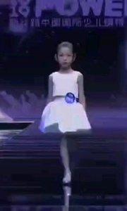 ?中国模特和国际还是有一段差距 ?希望新一代小模特会越来越好哦