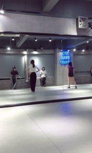 这首是我想学很久的韩舞Black Dress啊?所以这周一到五6点到7.30有钱捡都别喊我!!我要非常认真的跳好这个舞