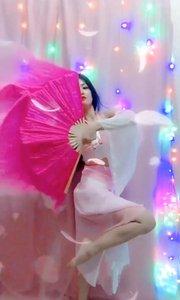 叹郁孤~论扇子舞的行云流水~