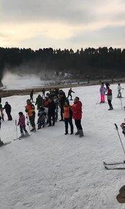 今天滑雪摔到了 身体不适 大家明天见