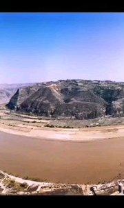 鸟瞰乾坤湾,眼前山河之间,四象交辉,六合溢彩,神秘奇妙;耳边涛声阵阵,鸟语声声