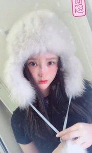 哎呀雪好大 ❄️ 我把我爸的火车头帽子都戴上了好冷?