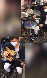 小伙已经可以自己做原创了,这才是玩音乐?