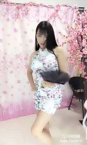 @舞灵姬(131633174)舞灵姬的舞姿可看度很高?她的一个眼神或者是一个舞动的动作?两者的配合总是那么完美无缺。