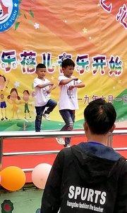第一次,没有什么好作品,随便发一个,小孩子舞蹈