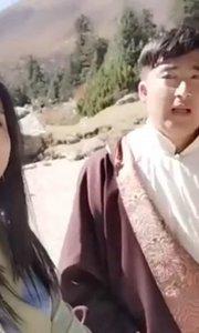 #花椒星闻  花椒直播走进四川省甘孜藏族自治州德格县, 美女主播@新?小美 与当地非遗工作人员土多巴绒合唱歌曲《圣地》,充分展示了康巴文化