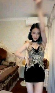 @婉兒(35215459)这身绣花小礼服太美了!身材超正点