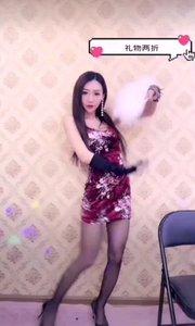 @小梦酥(52014483)一袭改良的旗袍,一把白色的羽扇,诠释的中国东方的古典美
