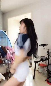 宅男女神!@二次元小书包(53030061)的舞姿就是可爱!