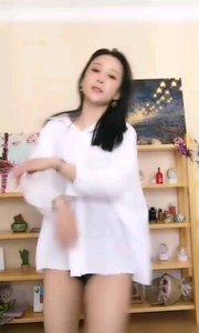 @抱走的錢兜儿(93336669)白衬衣+热裤,恒古不变的惹火装扮