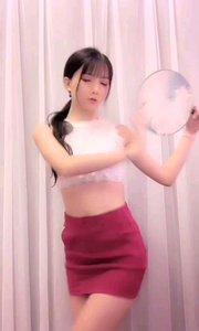 @月野兔. ?(74023756?)一曲古典风格的舞蹈,轻步曼舞像燕子伏巢
