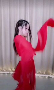 @歌舞 依婷(196574322)轻纱曼舞,红衣长袖,曼妙的舞姿引人入?#24120;?#21807;恐打扰仙子的舞境?