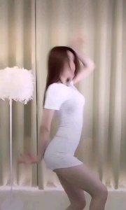 @麻瓜安as(168656388)小姐姐超短裙性感舞蹈,烈焰红唇,好想咬上一口!